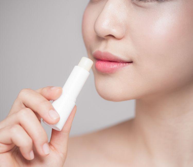 4 Produk Skincare WAJIB Sebelum Work From Home - Lip Balm ERHA