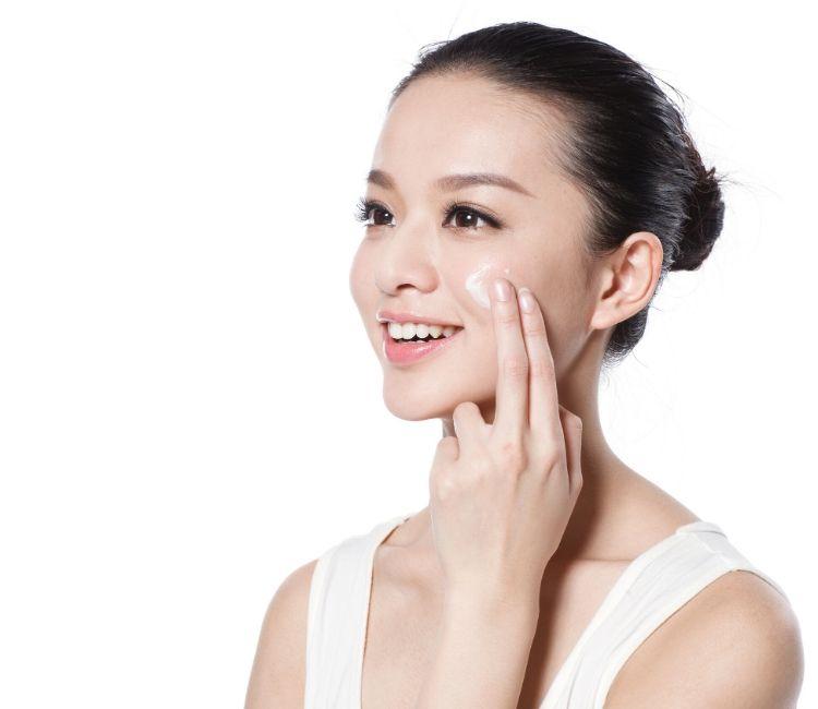 4 Produk Skincare WAJIB Sebelum Work From Home - Pelembap ERHA