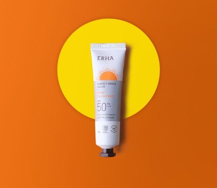 Work from Home Tapi Tetap Pakai Sunscreen? Ini Alasannya! - Perfect shield helios daily sunscreen ERHA