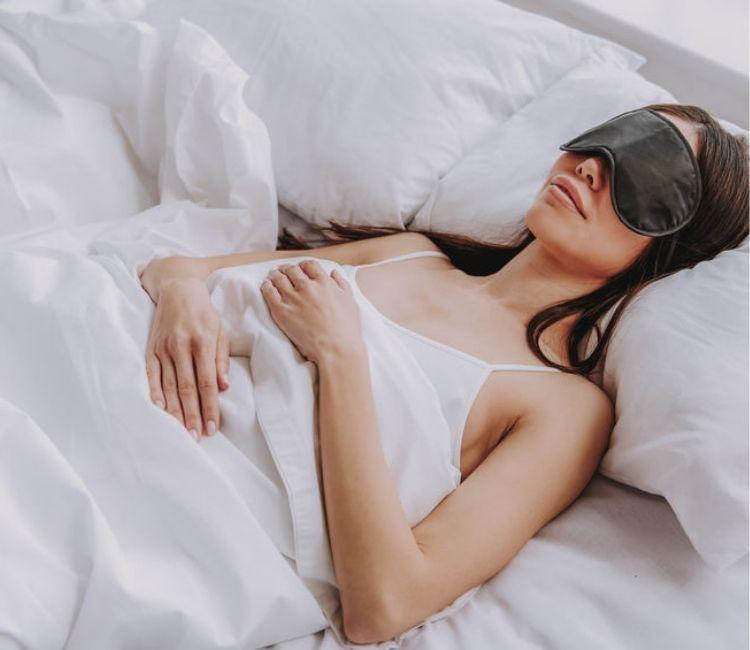 6 Kebiasaan yang Bikin Kulit Wajah Terlihat Lebih Tua - Tidur