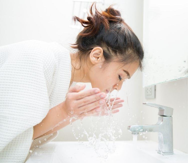 3 Cara untuk Dapatkan Kulit Glowing Maksimal! - double cleansing