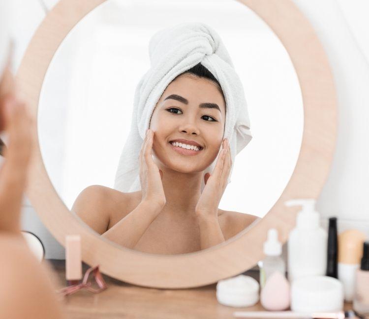 3 kebiasaan buruk wajah berjerawat
