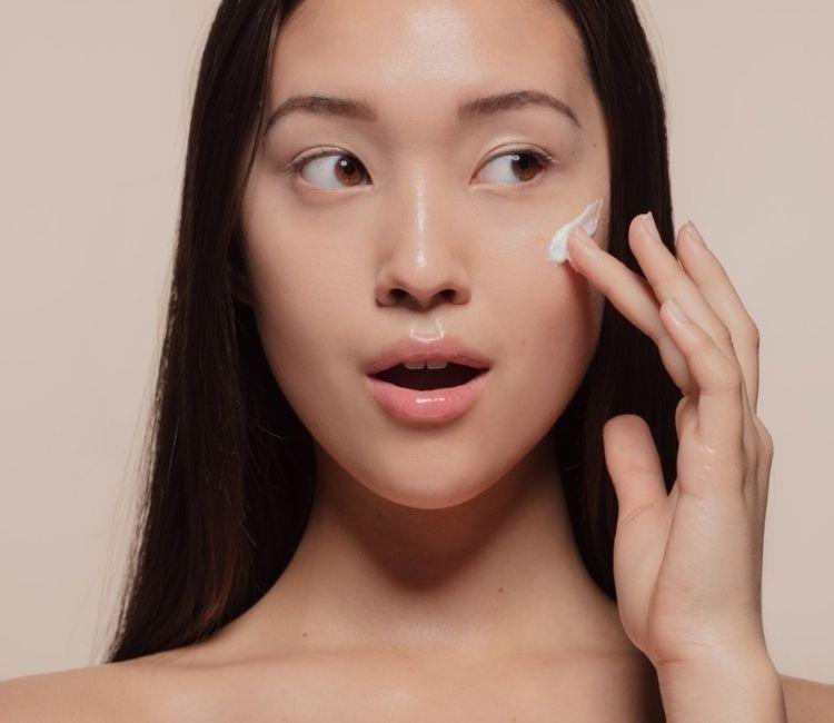 Tampil Glowing Walau Bare Face! Ini 5 Rahasianya, Berani Coba?