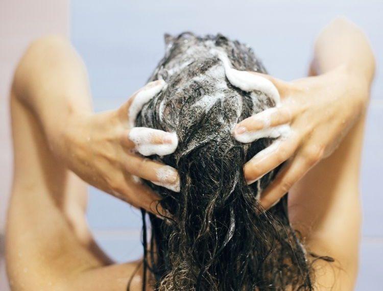 Intip 3 Tips Merawat Rambut Kering, Nomor 2 Ampuh Banget!