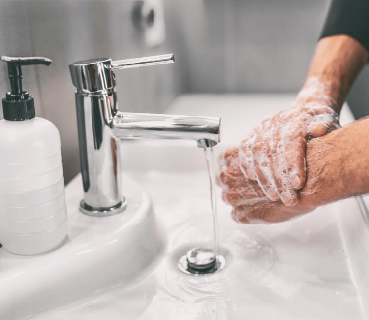 Terlalu Sering Menggunakan Hand Sanitizer Bikin Kulit Kering? Ini Dia 5 Cara Mengatasinya!